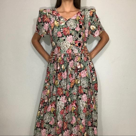 a7b24e9401 1980s floral dress. M 5ac8cd973a112ecb6449049a